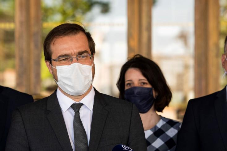 Egészségügyi miniszter: nem lenne jó kinyitni a sulikat és enyhíteni az intézkedéseket, mert nem kedvező a helyzet