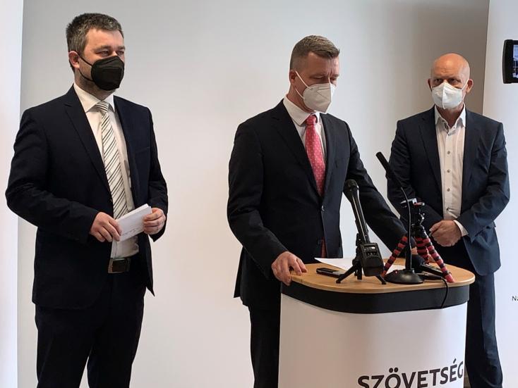 Gyorsítanák a védőoltások beadását a Szövetséget alapító magyar pártok vezetői, fejenként 100 eurós utalványt adnának a beoltottaknak