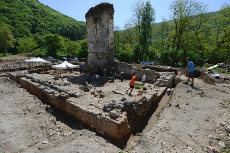 Különleges leleteket találtak egy pálos monostor feltárása során