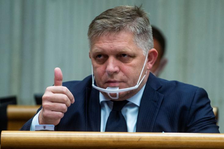 LÉNYEG: Fico nagyon gyúr Mikulec leváltására, újabb szennyhalmot borított rá, de már a Sme rodina sem akarja a miniszter távozását