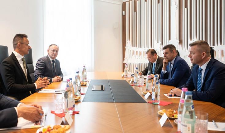 """A Szövetség lesz a magyar kormány partnere, üzente Orbán Szijjártóval, már a Híd se """"tüske a köröm alatt"""""""