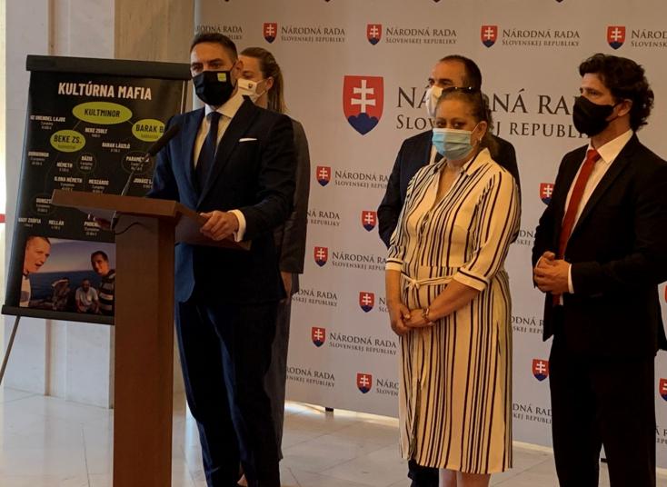 """Hidas kultúrmaffia nyúlja le a magyar kisebbség kulturális támogatásait, állítja Gyimesi egy lopott fénykép és több """"téves kapcsolás"""" alapján"""