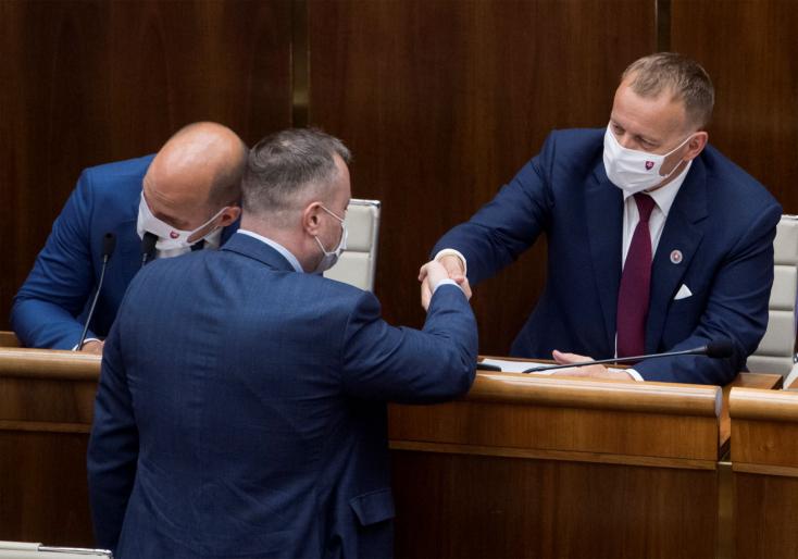 Boris Kollár marad a házelnök,  csak öten szavaztak leváltására, az SaS és a Za ľudí nem vett részt a voksoláson