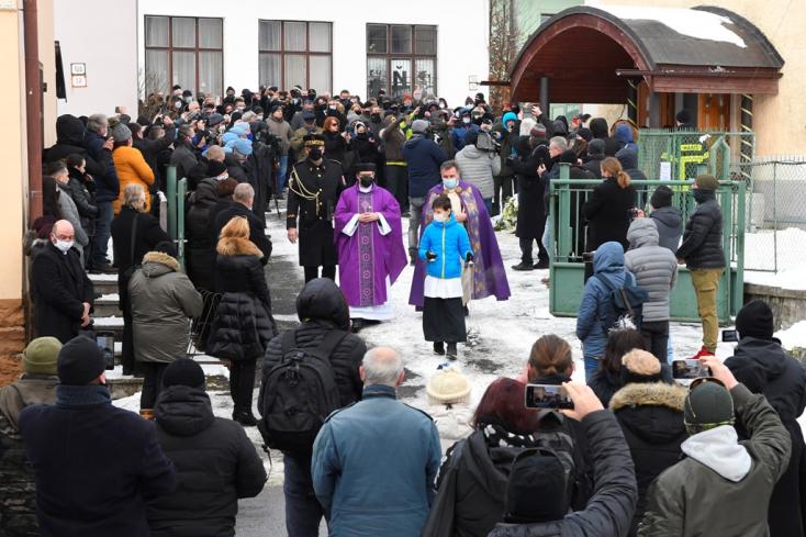 Lučanský családja nem kért a politikusokból, de a főrendőr temetésébőlmár így is politikai hacacáré lett