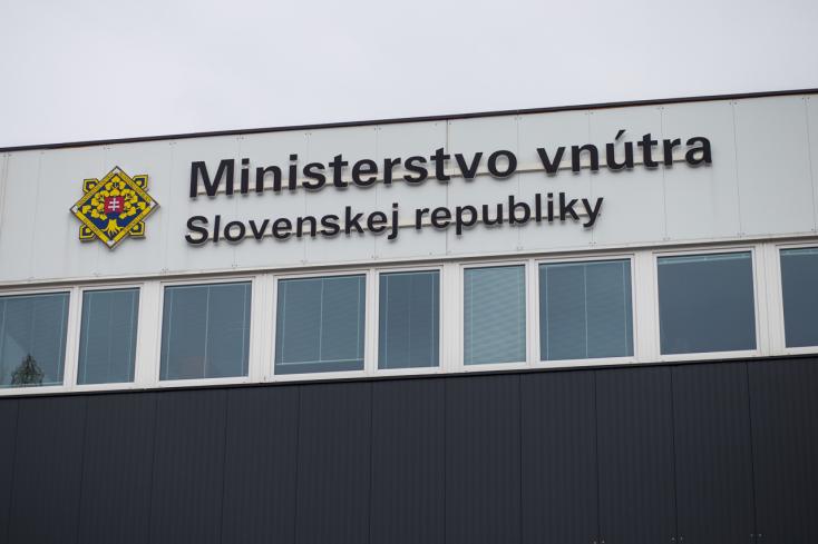 Korrupció miatt indult eljárás két belügyminisztériumi dolgozó ellen!