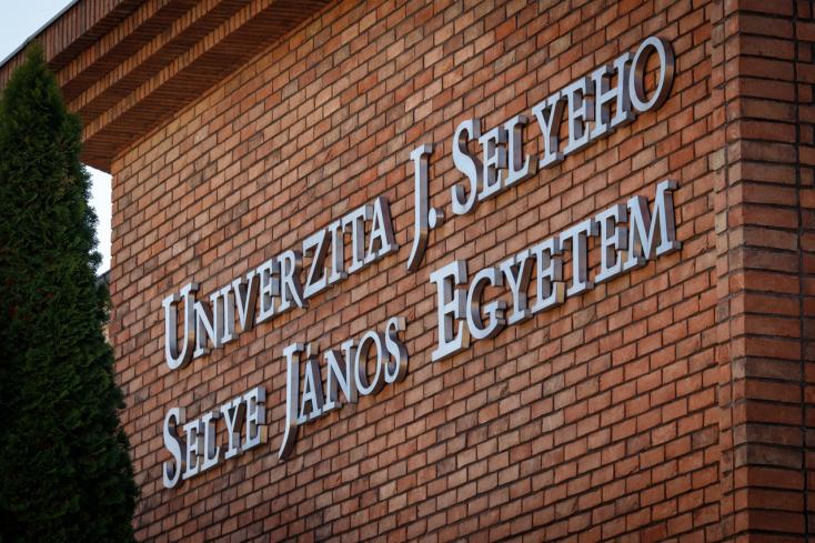"""Selye János Egyetem hallgatói sikerrel zárták az """"Új jövőkép"""" tanulmányi versenyt"""