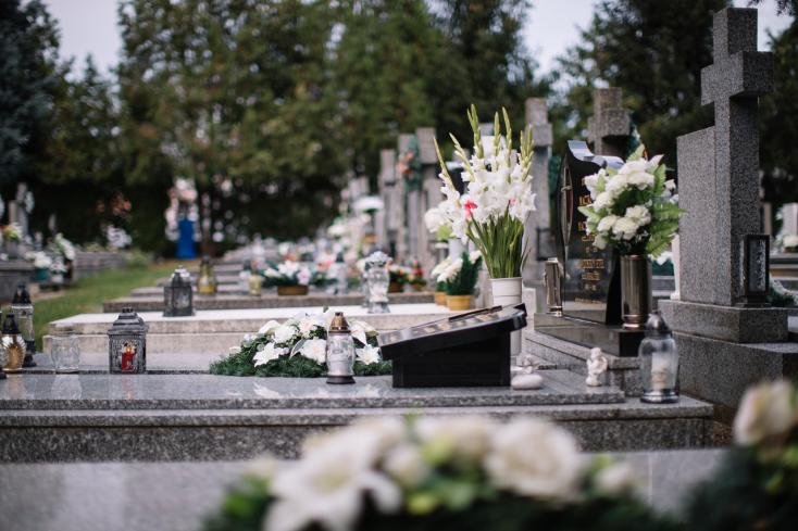 Mutatjuk, meddig tartanak nyitva a dunaszerdahelyi temetők mindenszentek idején