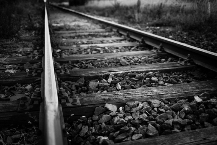 Férfit gázolt halálra a vonat a vasúti átjáróban