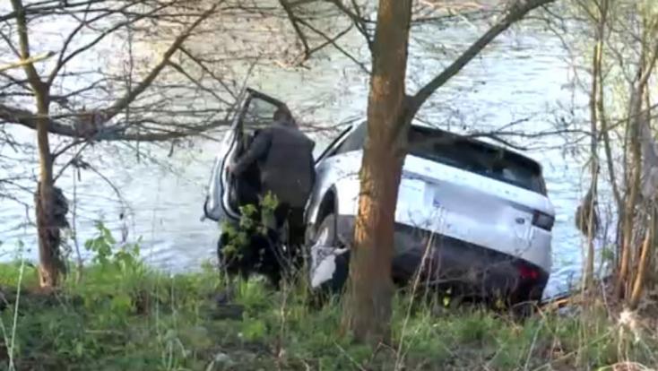 Előkerült az SaS járási vezetője, akinek autóját összetörve, véresen találták meg a folyó mellett