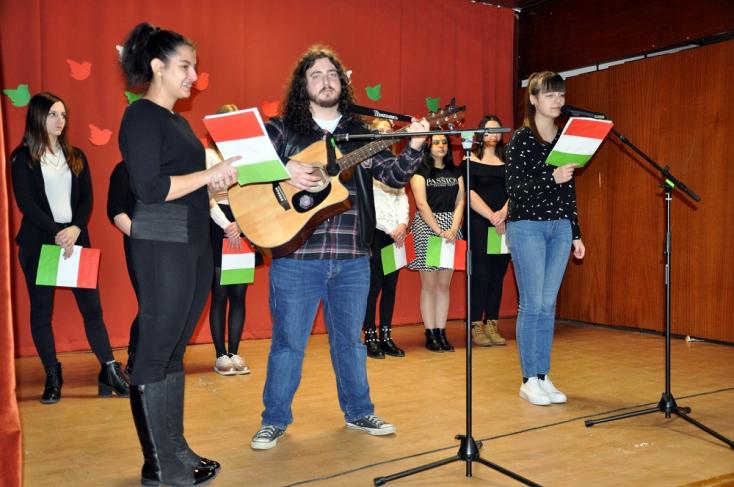 """""""Ne legyen kultúra magyarság és magyarság kultúra nélkül"""" - megemlékeztek a dunaszerdahelyi diákok"""