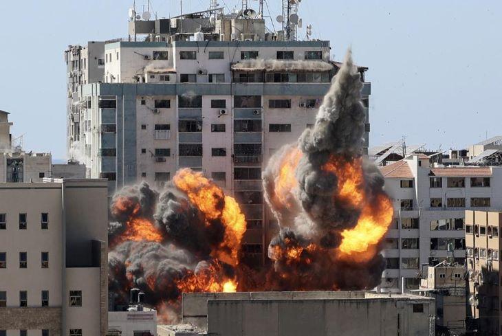 Az AP hírügynökség független vizsgálatot követel a gázai toronyház lerombolása ügyében