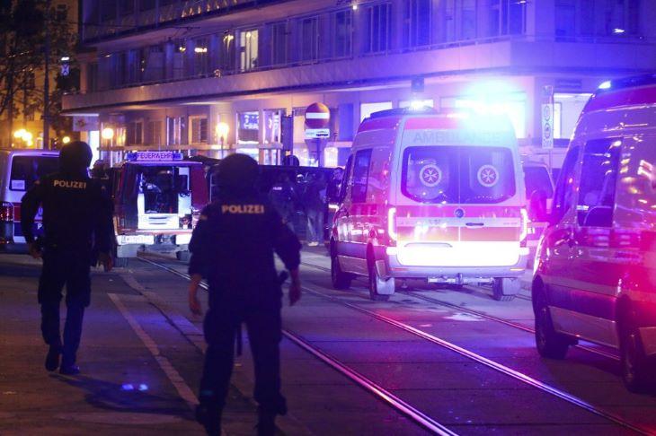 TERRORTÁMADÁS: Az osztrák rendőrség házkutatásokat tartott, több embert letartóztatott