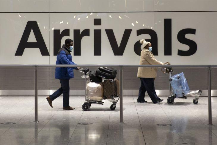 Szállodában kell tölteniük a karantént az új variánsokkal fertőzött országokból hazatérő briteknek