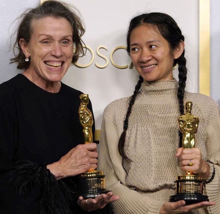 Oscar-díj - A nomádok földje lett a legjobb film, Frances McDormand pedig átvehette a legjobb színésznőnek járó aranyszobrot
