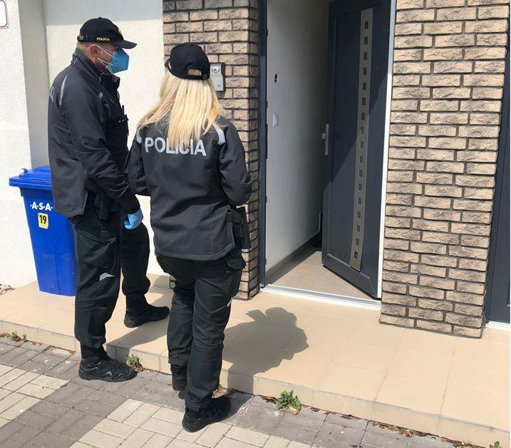 Rendőrök ellenőrizték, hogy az emberek betartják-e a házi karantént a Dunaszerdahelyi járásban (FOTÓK)