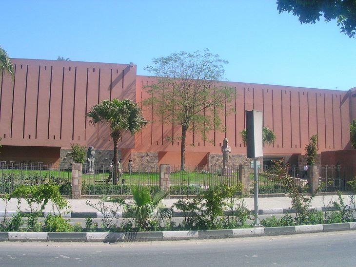 Egyiptom-szerte fertőtlenítik a múzeumokat és idegenforgalmi látványosságokat