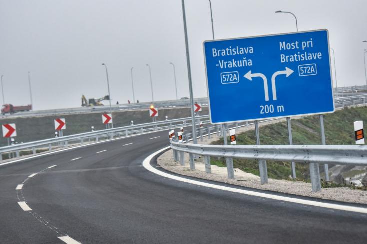 Nehéz bejutni Pozsonyba, szerda hajnalig tart az útlezárás a 63-as út Rovinka és Pozsonypüspöki közti szakaszán