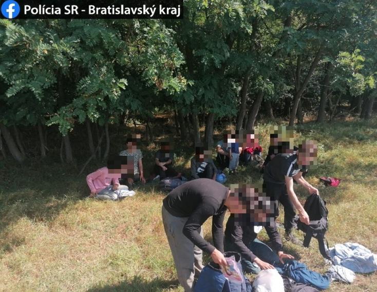 Illegális bevándorlókból álló nagyobb csoportra bukkantak a rendőrök
