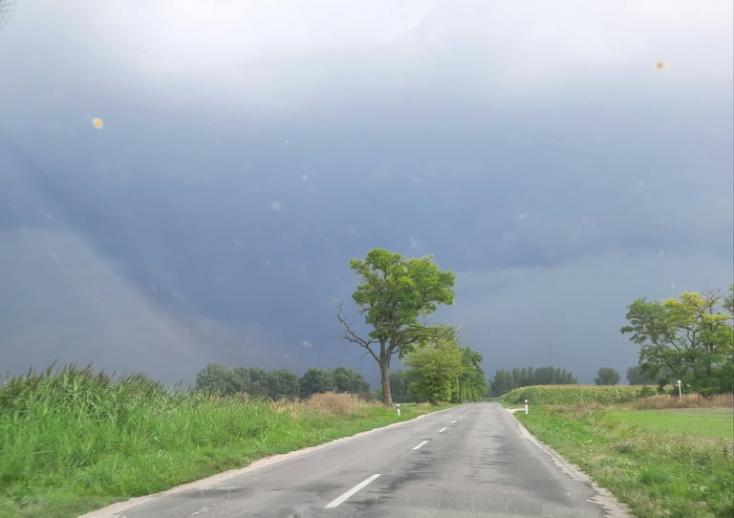 Leszakadt az ég a Csallóközben, párafelhőben dagonyázik a táj (FOTÓK, VIDEÓK)