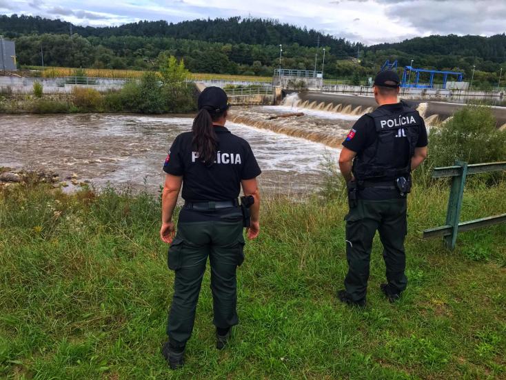 TRAGÉDIA: Felborult egy csónak a folyón, egy férfi eltűnt a víz alatt