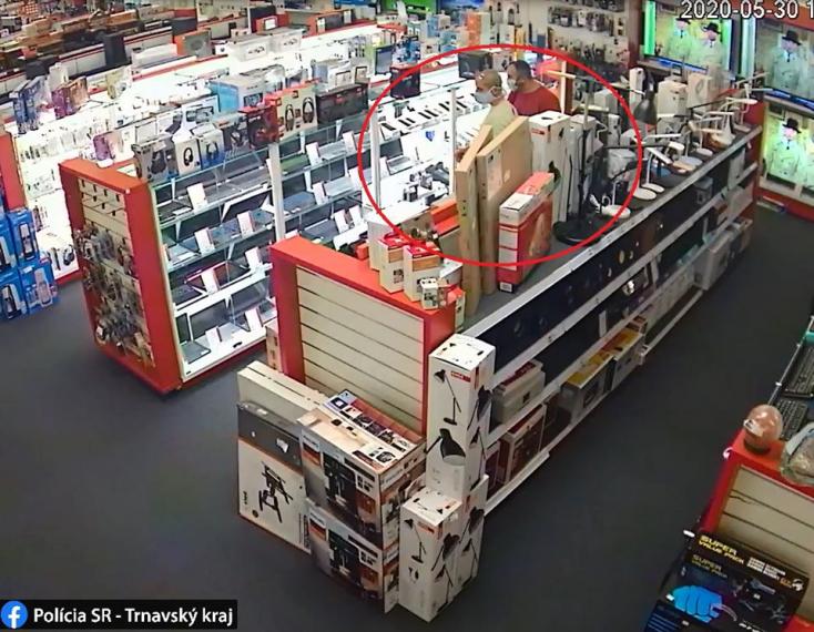 Elloptak egy iPhone-t a somorjai elektronikai üzletben, a sikeres akció után a tolvajok másodszor is visszatértek (FOTÓK)