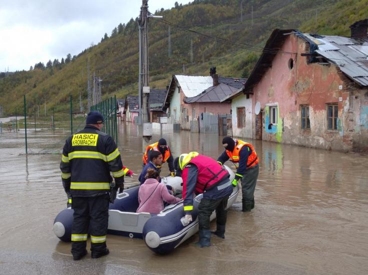 Kelet-Szlovákiában harmadik napja esik, Krompachyban lakosokat evakuálnak