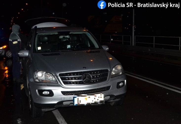 Lecsaptak a rendőrök a Mercedesszel kocsikázó visszaeső drogdílerre (FOTÓK)