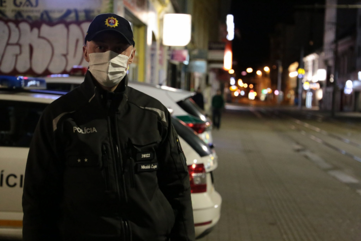 Ha a kijárási korlátozás idején összefutunk rendőrökkel, alaposan meg kell indokolnunk, miért vagyunk úton