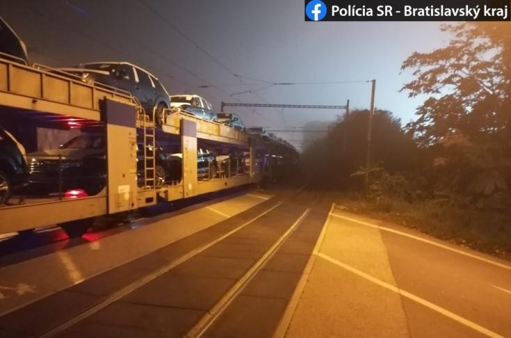 Gyalogost gázolt halálra a tehervonat a sötétben egy vasúti átjáróban