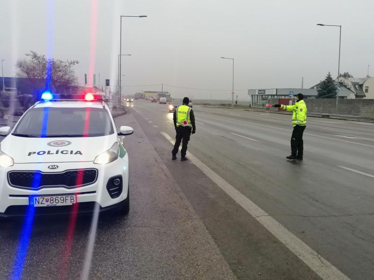 Súlyosbodik a járványhelyzet az Érsekújvári járásban, a rendőrség szigorítja az intézkedéseket