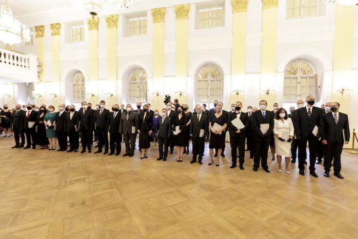 54 főiskolai professzort nevezett ki a köztársasági elnök