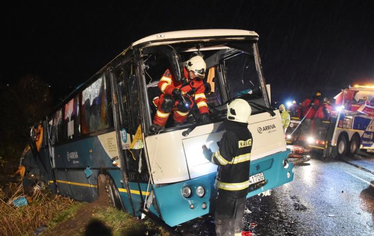 Anyagilag is segíti a minisztérium a buszbalesetben elhunytak hozzátartozóit