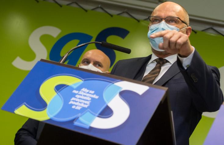 Az SaS marad a koalícióban, de nem támogatják az országos tesztelést és a kötelező céges tesztelést sem