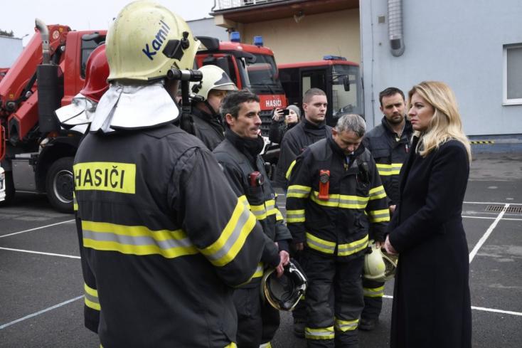 """""""Nem is sejtik, hogy mi mindenen mentek keresztül"""" – Čaputová köszönetet mondott a tűzoltóknak, akik a lángokkal küzdöttek Eperjesen"""
