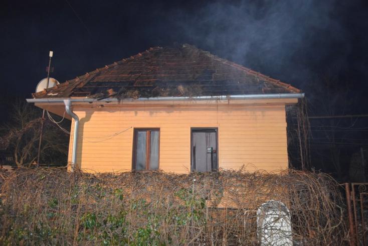 Kigyulladt egy családi ház, idős nő vesztette életét