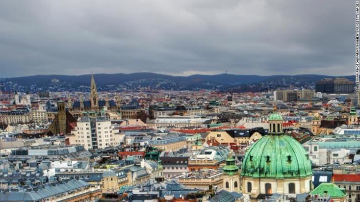 Katona lőtt le egy késes támadót Bécsben