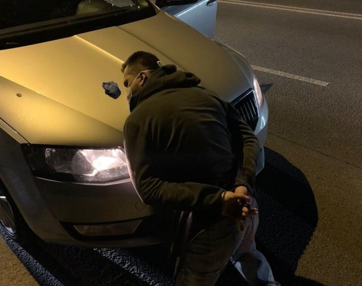 Drograzzia: két személy végezte bilincsben kábítószerrel kapcsolatos bűncselekmény miatt (FOTÓK)