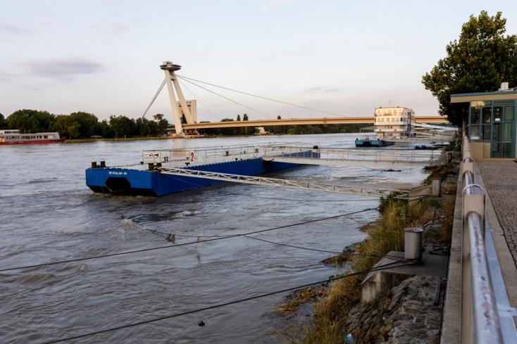 ÁRADÁS: Hét méternél jár a Duna vízszintje Pozsonynál (FOTÓK)