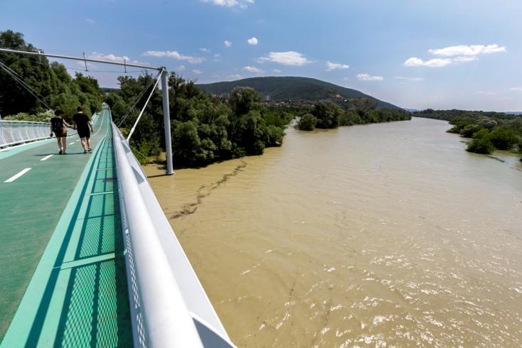 Tetőzött a Duna Pozsonynál, a vízszint elérte a 729 centimétert