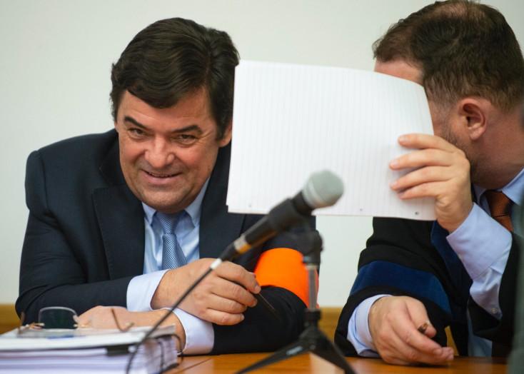 Fotón, ahogy Kočner kivesz 50 ezer eurót a bankból egy nappal azelőtt, hogy nyilvánosságra került a Kuciak-gyilkosság!