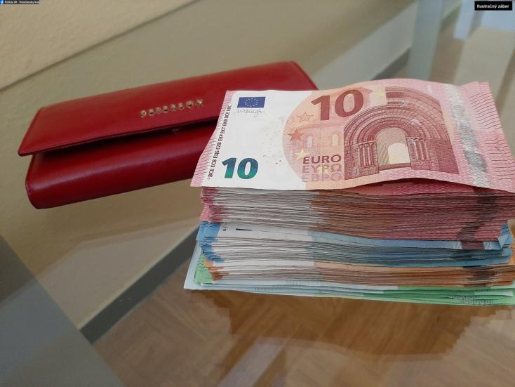 """Bedőlt a """"katonás"""" csalásnak egy nő, 282 ezer euróval húzták le"""