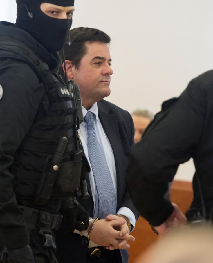 Vádat emeltek az exfőügyész és az albári polgi haverja ellen az elfeledett ügye miatt
