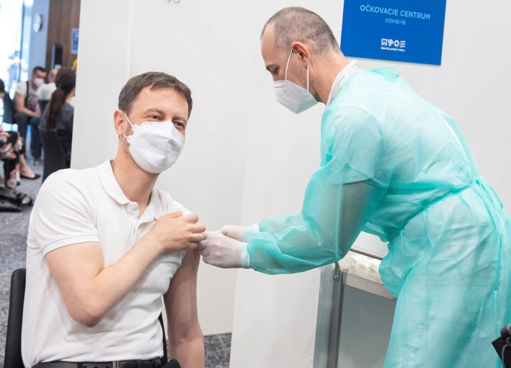 Eduard Heger megkapta első adag koronavírus elleni oltását