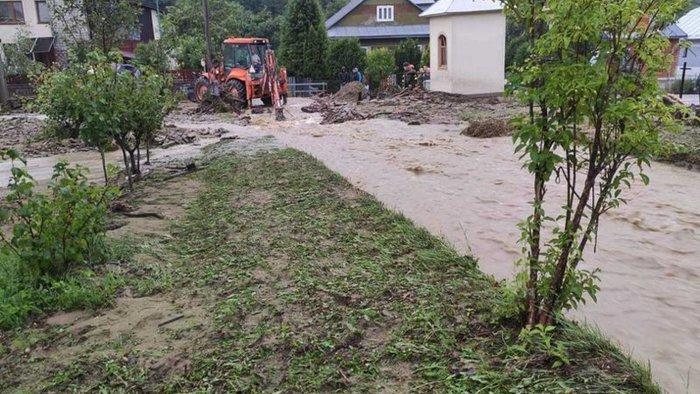 Több falut elárasztott a hirtelen lezúduló csapadék, harmadfokú árvízkészültséget rendeltek el
