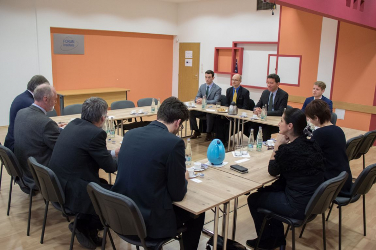 Az Egyesült Államok nagykövetének látogatása a Fórum Kisebbségkutató Intézetben