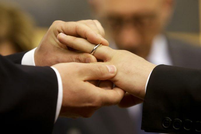 Svájcban népszavazáson támogatták az azonos neműek házasságát