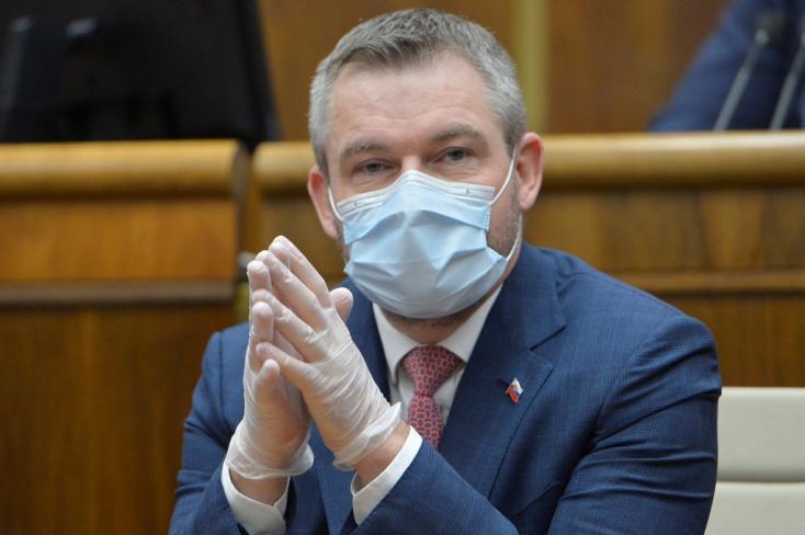Pellegrini felszólította Kičurát, hogy egyelőre ne öltse fel újra a talárt