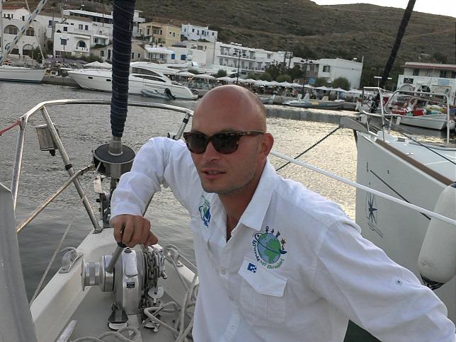 Jótékonysági célból hajózza körbe a földet vitorlásán a magyar hajóskapitány