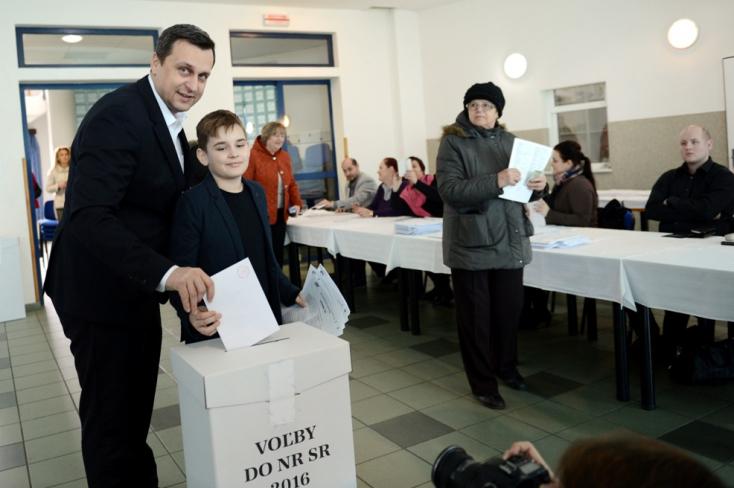 Csallóközi faluban szavazott az SNS elnöke