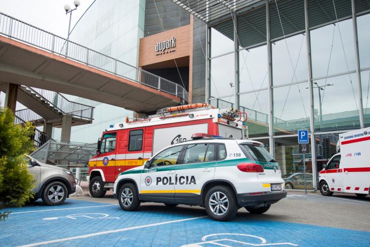 Az Auparkot is kiürítették, de nem találtak bombát a zsaruk